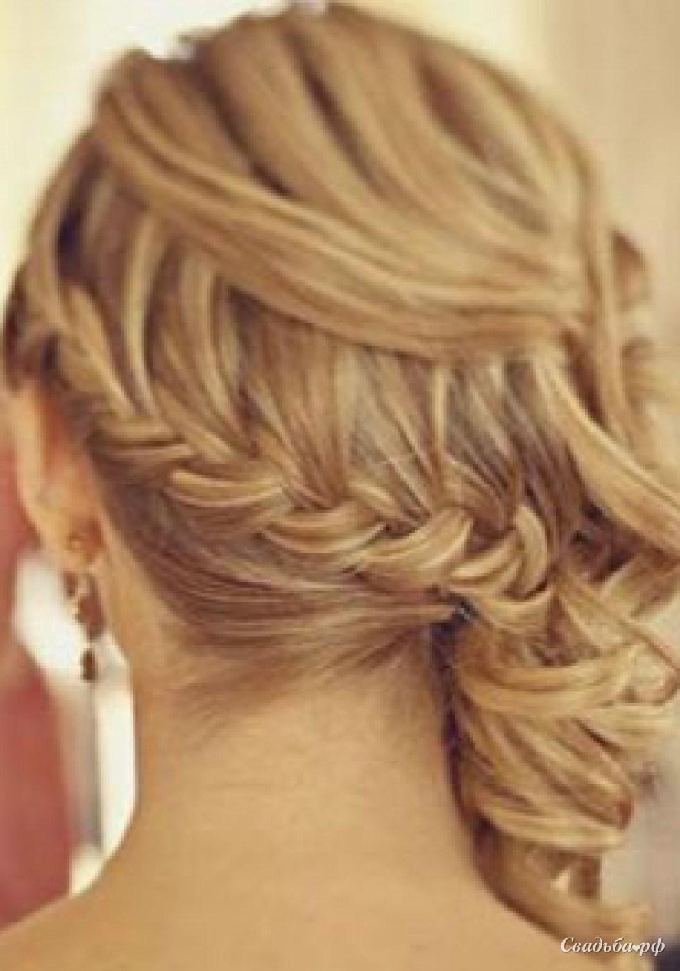 Коса на бок прическа