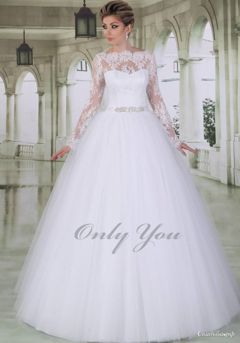 Свадебное пышное платье с кружевом
